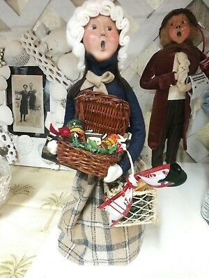 Byers Choice Ltd. The Carolers Traditional Shopper  2002