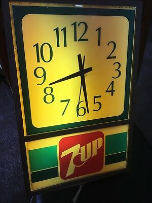 7UP 7 UP Advertising Clock Works and lights, Soda Cola Pepsi 70's Sign