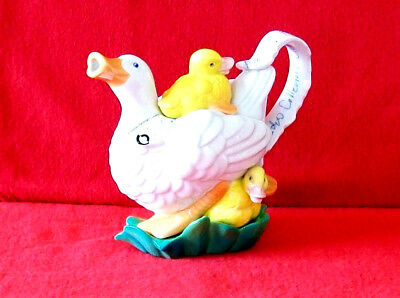 ** Cute & Lovable Mother Duck & Babies Plus Stand Cardew Teapot ** ** Ex Con **