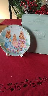 """Avon 1992 """"Colorful Moments"""" Easter Plate with Stand * box"""