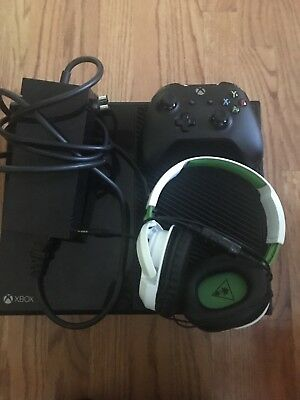 Xbox One 500GB WITH Brand New controller and headset