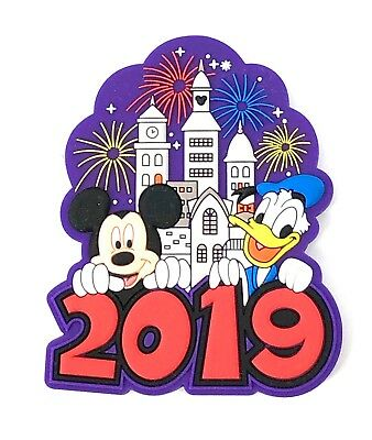 Disney 2019 Purple Castle Magnet Mickey Mouse and Friends Brand New