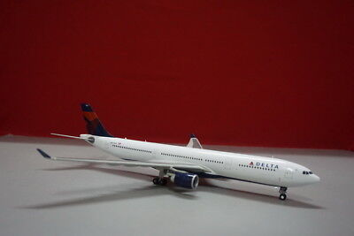 DELTA AIRLINES NEW Livery A330-300 1:200 N801NW Die-cast Airplane Model