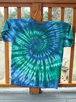 Handmade Short Sleeve Tie Dye T-Shirt Blue and Green Spiral Size Large Cotton