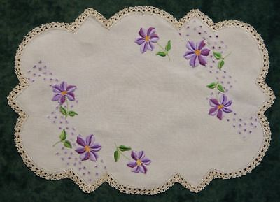 Pretty Vintage Cream Hand Embroidered Linen Centrepiece Doilie ~ Floral Pattern