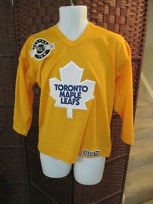 410716809 VTG Toronto Maple Leafs Center Ice NHL CCM Hockey Jersey Yellow Youth L XL