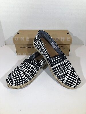 4b74011bd8a TOMS CLASSIC Women s Size 7.5 BLACK DIAMOND TRIBAL CASUAL Slip On Shoes  X15-1244
