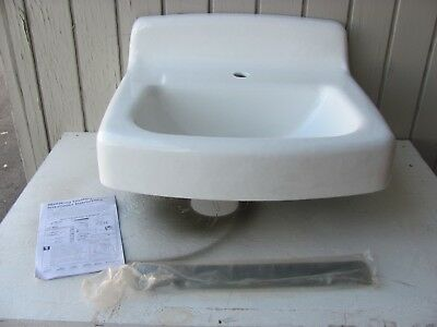 "American Standard 4867001.020 - 22"" x 17"" Cast Iron, White, 1-hole Wall sink"