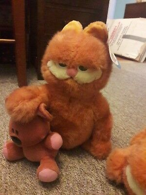 1905d3be250 Vintage Garfield soft toys with original tags