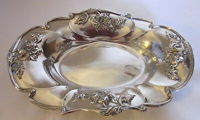 Forbes Silver Co. USA. Quadruple Silverplate Oval Repousse Serving Dish 72 2599