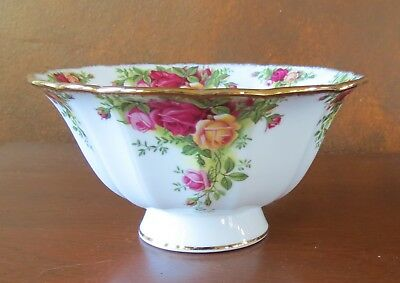 """Royal Albert Old Country Roses Gold Trim 6 ¾"""" Round Footed Serving Bowl"""