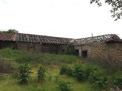 VERY CHEAP: Smallholding with large house (new roof), barns,1.5 acres Bulgaria