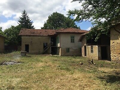Lovely house with private garden and barn, close to village centre close to city