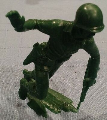 """Oversized (5"""" tall) Green Army Man, Charging with Pistol Drawn, Vintage/Exc Cond"""