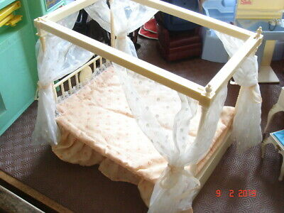 Sindy Four Poster Bed