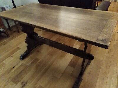 Oak refectory table. Sound condition.
