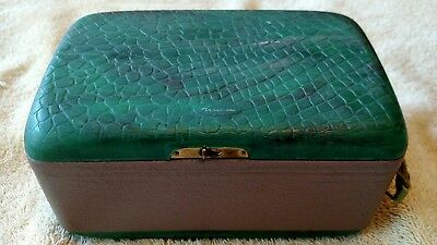 Vintage Airline Model 84-GCB-1062A Portable - Battery Powered - 1948