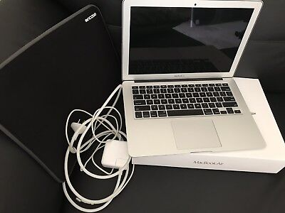 Apple MacBook Air 13.3 1.4GHZ 128GB Model MD760X/B 2014 With In case Sleeve