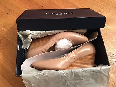 47a1b7965271 Cole Haan Women s Emory Luxe Wedge 65mm Pump Maple Sugar Patent Stacked 6B  NEW