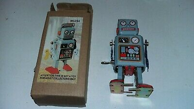 Vintage Mechanical Clockwork Wind Up Metal Walking Robot Toy Collectible Gift