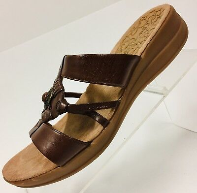 72352da6703e Bare Traps Womens Brown Size 7.5M Jeanelle Leather T-Strap Medallion Sandals