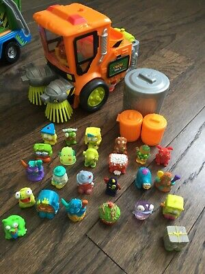 Trash pack sweeper with trashies lot