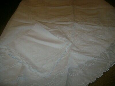 """Fabric Tablecloth w/4 Napkins...White w/Embroidered Floral...64"""" Round"""