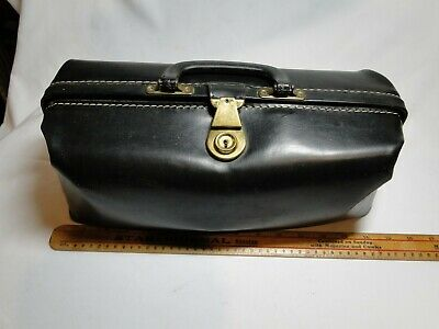 VINTAGE LEATHER DOCTORS BAG - Medium Size