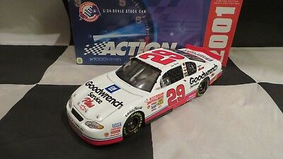 2001 Action Kevin Harvick #29 GM Goodwrench Service Plus 1 24 NASCAR Diecast