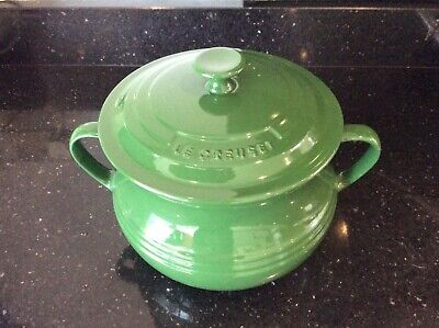 Le Creuset Large Stoneware Casserole Bean Pot with Lid - Green - New Never Used.