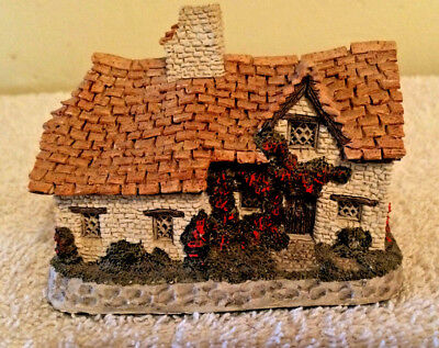 Collectible Sussex Cottage by David Winter Hand Painted Great Britain 1982