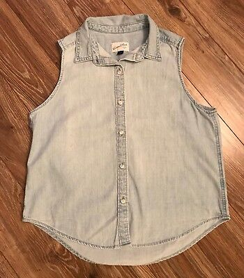 021976ad667f5 Universal Thread Womens Lightweight Denim Chambray Sleeveless Top S NWOT