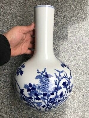 Chinese Exquisite Handmade flower Blue and white porcelain vase