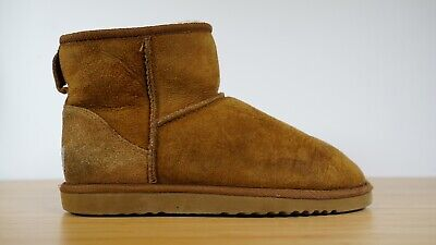 e55f2500b2e UGG AUSTRALIA WOMENS Classic Mini 5854 Sheepskin Boots Size 5 Brown