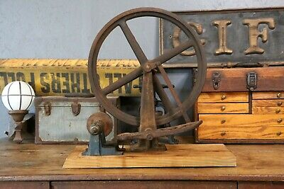 Antique Cast Iron Spinning Wheel Machine foot pedal Treadle Industrial grinder