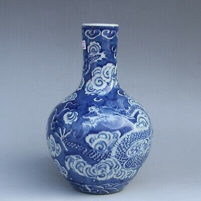 Chinese Exquisite Handmade Dragon pattern Blue and white porcelain vase