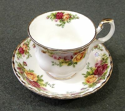 Royal Albert 1962 Bone China Old Country Roses Footed Tea Cup & Saucer EUC