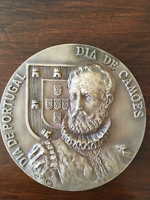 Beautiful and rare antique bronze medal Made by José de Moura in 1978