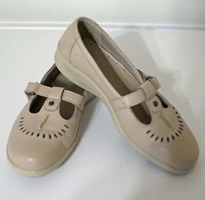 b0b2d8c2 Hotter Comfort Concept Dionne T Strap Mary Jane Beige Women's Size 6 Wide  Shoes