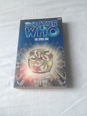 Doctor Who The Space Age Steve Lyons  BBC  Pb