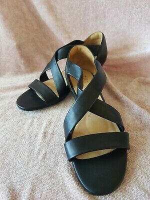 Ziera soft leather Women's Shoes. Size 42.  Excellent  preloved condition.