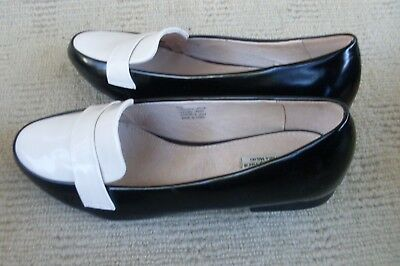 Lovely New Vera Wang Off White And Black Ballet Flats, Size 9