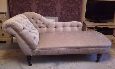 Beautiful Victorian antique buttoned back chaise longue.