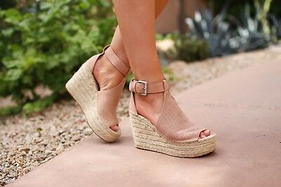 e8b2e455196 MARC FISHER ANNIE Perforated Espadrille Wedge Sandals Size 9.5