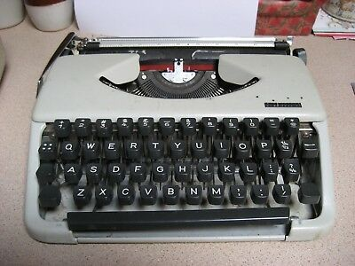 OLYMPIA SPLENDID 33  TYPEWRITER - with carry case