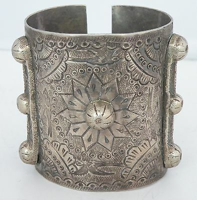 Fine ANTIQUE OLD Egyptian Bedouin ETHNIC SILVER HUGE heavy BRACELET etched birds