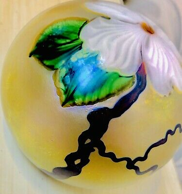 Signed LUNDENBERG STUDIO ART GLASS PAPERWEIGHT 2005 Numbered: 071114
