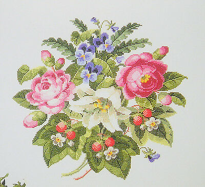 Counted  Cross  Stitch  Pattern  :   Antigue  Roses  &  Strawberries