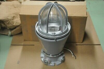 Appleton Electric AAU-1N Series A-51 Explosion Proof with AAC75 Base Light New