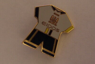 """Manchester City Football Club Pin  Badge """"home Old Kit"""""""